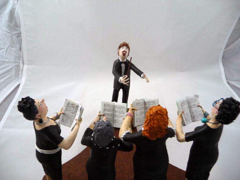 Vrouwenkoor met dirigent